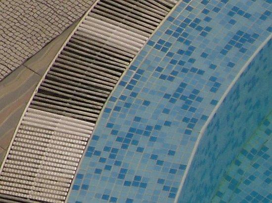 Diamond Hotel: dirty vents around pool