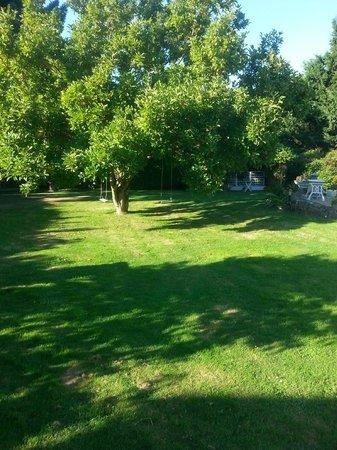 La Châtaigneraie: Large lawn