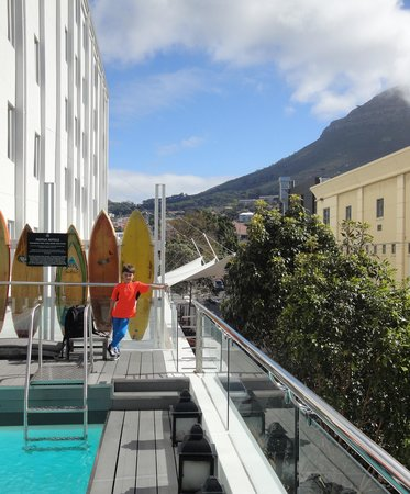 Protea Hotel Fire & Ice! by Marriott Cape Town: Pool area on first floor.