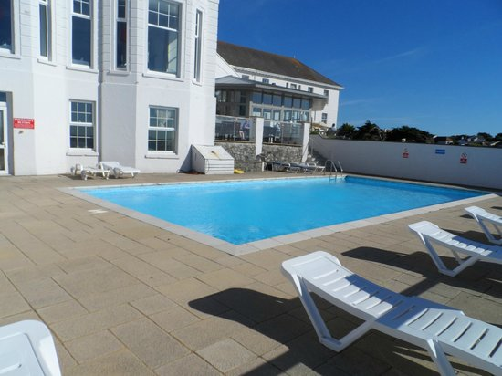 The outdoor pool picture of polurrian bay hotel mullion - Hotels with swimming pools cornwall ...