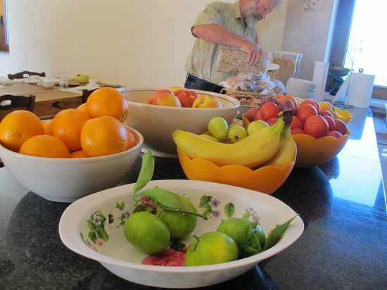 Masseria Cesarina B&B : Amazing breakfasts - so many kinds of fresh fruit, cakes, cereals,yougurts, bread/toast, freshly