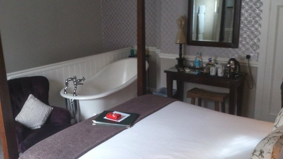 Leighton Townhouse: Bedroom No.6 (Slipper Bath)