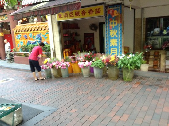 South East Asia Hotel : Flower stalls next door