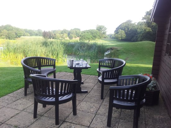Manor House Golf Club: Lodge Patio