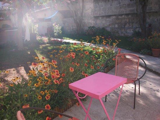 La Villa - Bordeaux Chambres d'Hôtes : Gorgeous setting outside my room, Mauriac