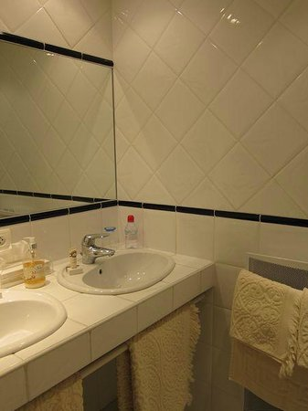 Les Moulins de Vontes : Lieutenant's Room Bathroom