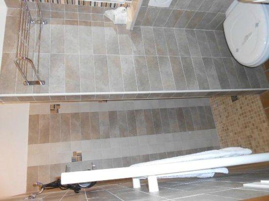 Hotel Estate: Il bagno in stanza