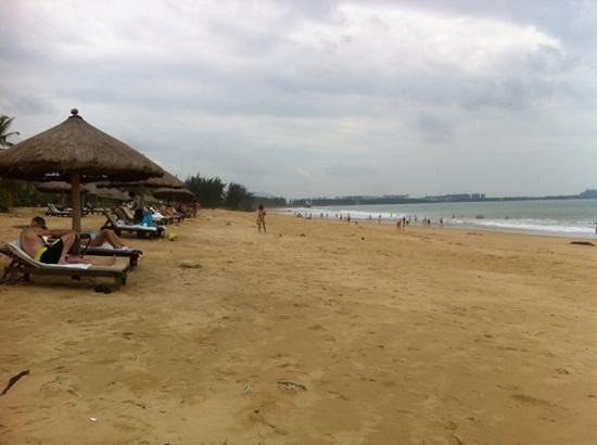 Renaissance Sanya Resort & Spa: hotel's beach