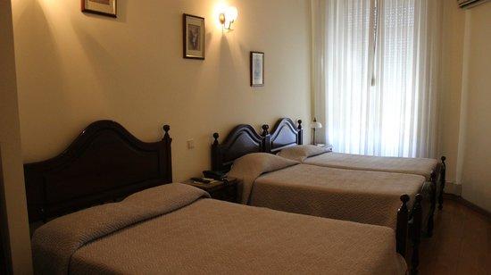 Hotel Mira Daire: Общий вид 3-х местного номера