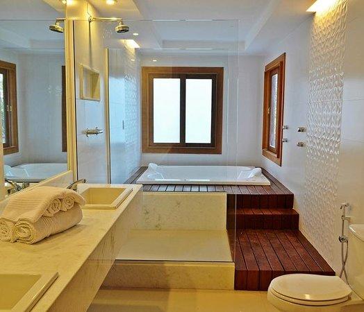 Pousada dos Tangaras: Banheiro quarto VIP