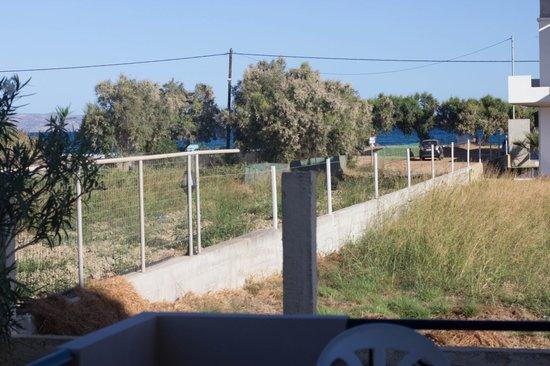 Mediterranean Studios Apartments: Blick schräg Richtung Meer