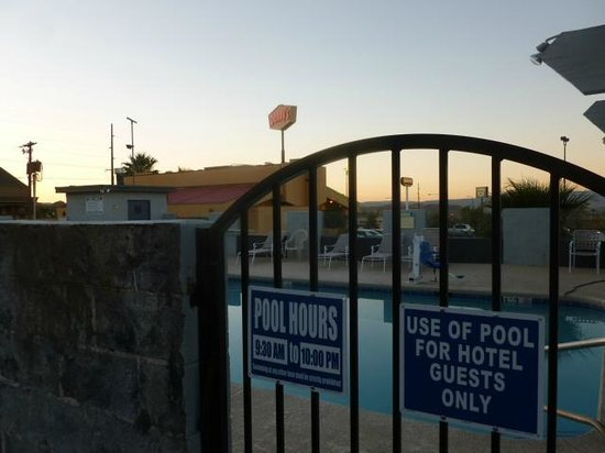 Knights Inn St. George North: Pool access