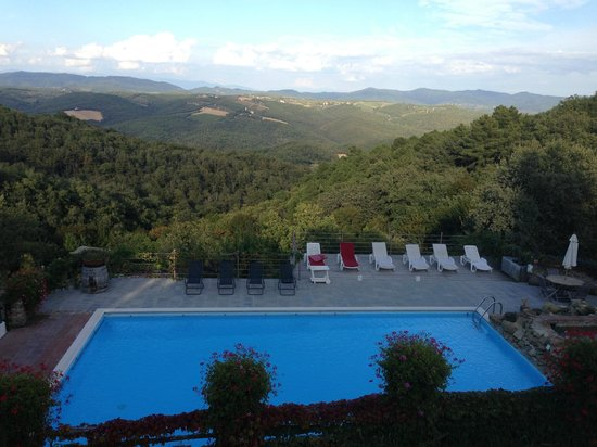 Agriturismo Piaggione di Serravalle: Breathtaking views from the terrace of the farm house.