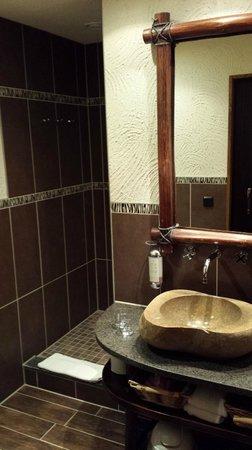 Hotel Village Matamba: Bad mit seitlichem Zugang zur Dusche