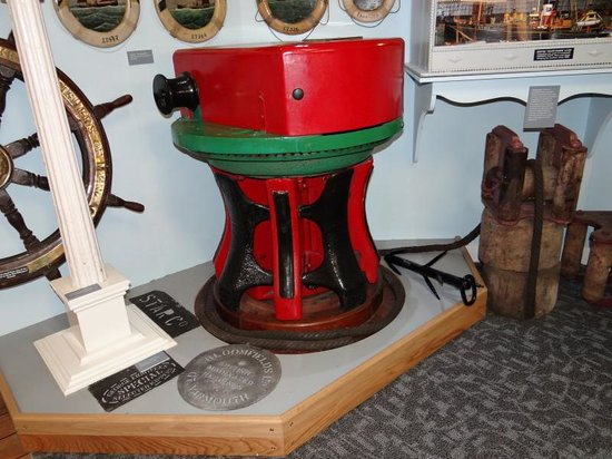 Lowestoft and East Suffolk Maritime Museum: steam capstan
