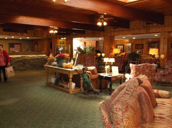Woodloch Pines Resort: Registration Desk & lobby