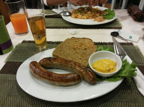 Pauls Restaurant: Bratwurst with rye bread