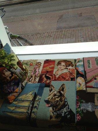 Conscious Hotel Vondelpark: Fensterfront im Eingangsbereich
