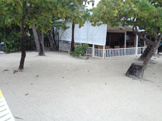 Siboney Beach Club: View of restaurant from beach