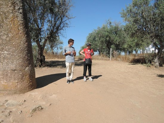 Ebora Megalithica Guided Tours: Brenda and Mario