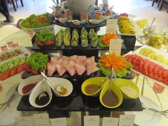 Essence Hoi An Hotel & SPA: Breakfast buffet offers a variety of artfully arranged fruits, veggies, cereals, eggs, and more.