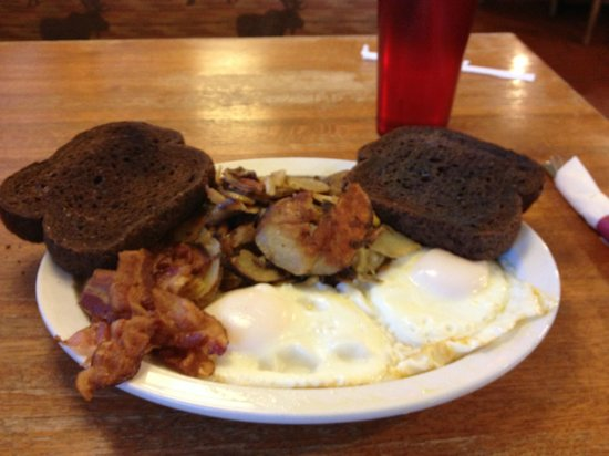 Montrose, MN : Breakfast at Red's