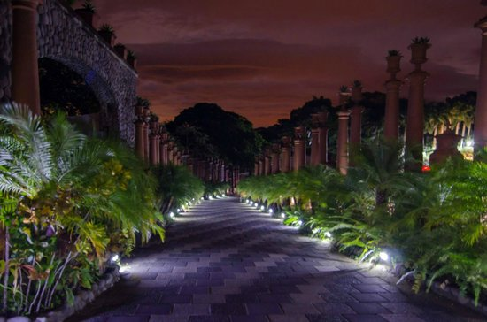 Zephyr Palace Luxury Rental Mansion : Zephyr palace at night