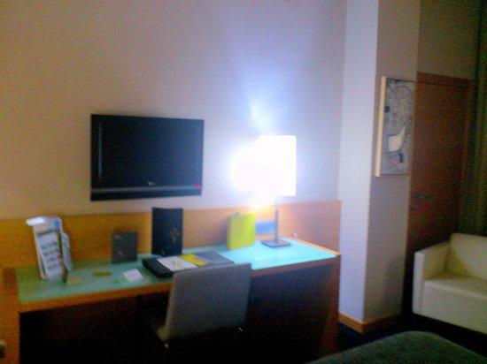 Hotel Silken Siete Coronas: Televisión y escritorio
