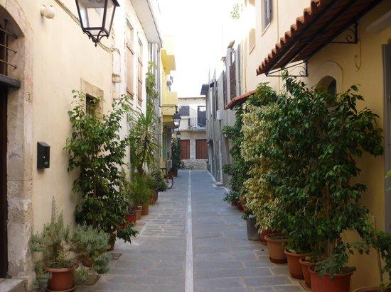 Achillion Palace : Old town