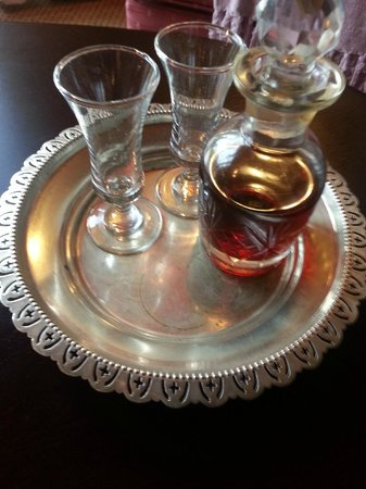Tarragona Lodge: Dirty sherry tray...
