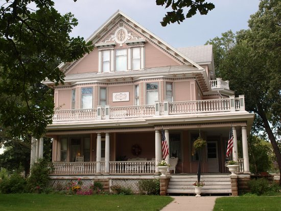 Minot Bed And Breakfast