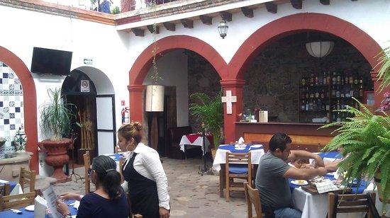 La cocina,  cafe del viajero: Lower level dining room