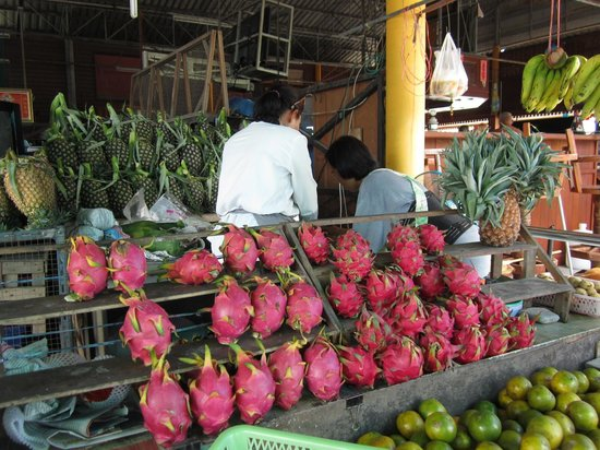 Same Same Cookery School: Dragonfruit at the market