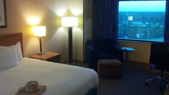 Hilton Shreveport: 8th floor room with river view