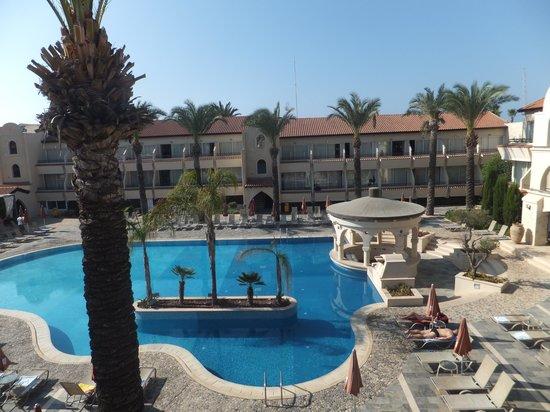 Napa Plaza Hotel: Flott bassengområde