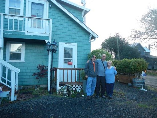 Enchanted Cottages: Me and hosts Virgil and Trisha