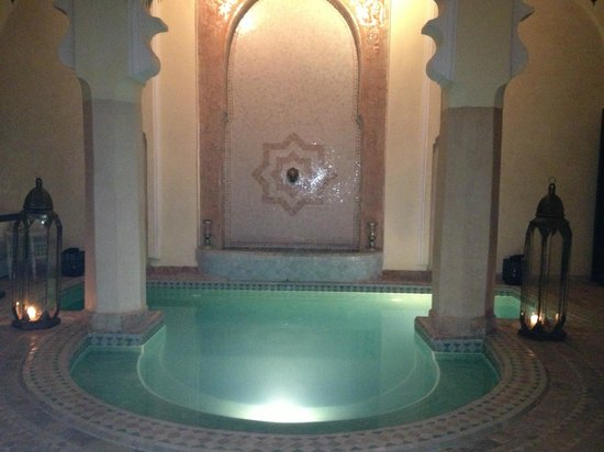 Riad Ambre et Epices : Pool by night