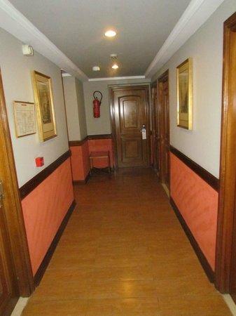 Hotel les Saisons : Hallway