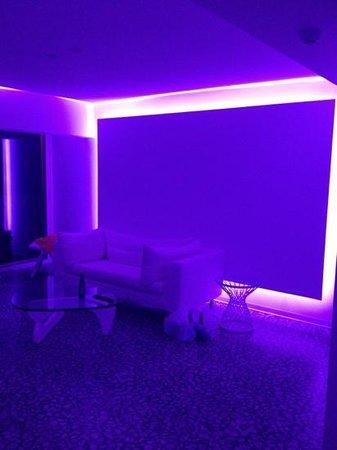 So White Boutique Suites: living room