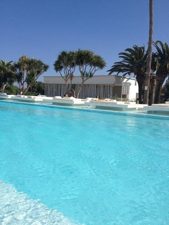 So White Boutique Suites: the pool