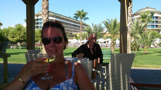 Voyage Belek Golf & Spa: Beach Bar and Hotel in Background