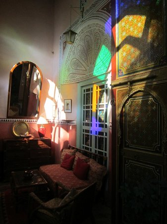 Riad Catalina : An indoor sitting area