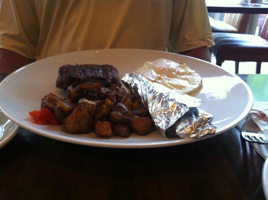 Hubbell & Hudson Bistro : Weekend brunch Steak and Eggs