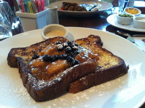 Hubbell & Hudson Bistro : Weekend brunch Banana's Foster French Toast