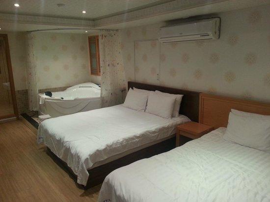 HOTEL GS : room