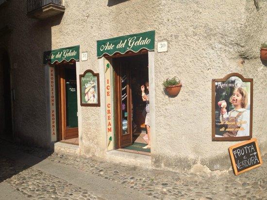 Gelateria Arte Del Gelato: The front of the store...