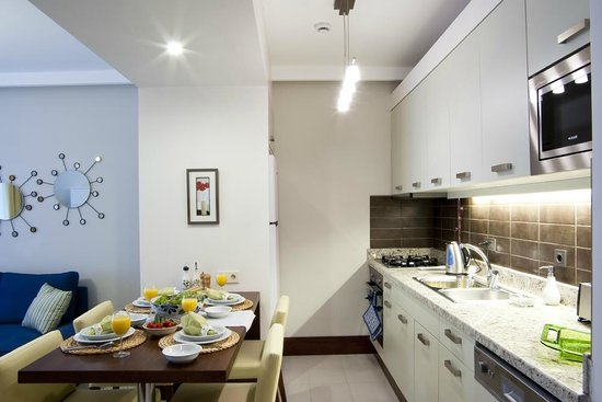 116 Residence: Kitchen