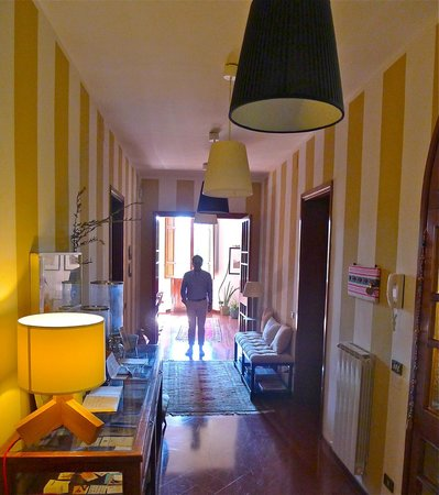 Casa di Mina: The corridor overlooking living room