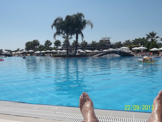 Miracle Resort Hotel: The pool 1.45m no shallow end