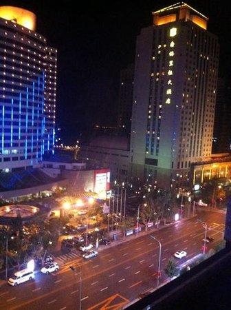 New World Dalian Hotel: вид с 9 этажа